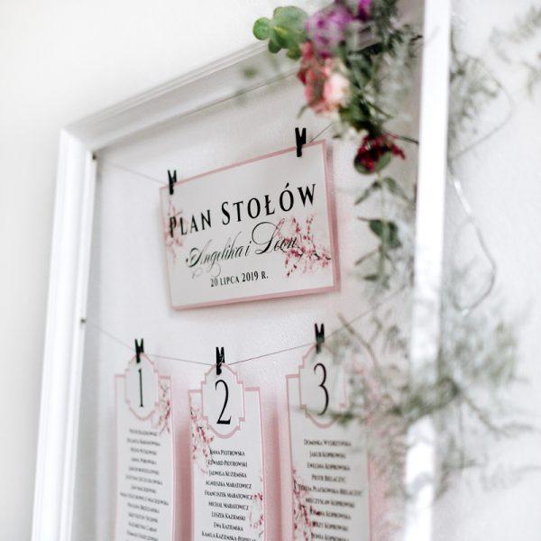 plan stołów weselnych różowy